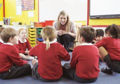 Dostrzeganie i rozwijanie mocnych stron uczniów (inteligencja emocjonalna, asertywność, rozwiązywanie konfliktów, komunikacja, motywowanie)